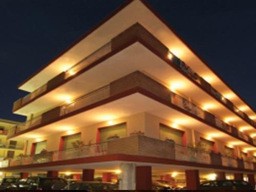Hotel jolanda bellaria rimini r servez maintenant for Hotel tre stelle barcellona