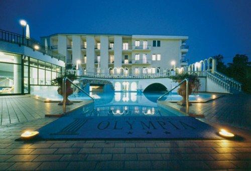 Hotel olympia terme montegrotto terme padova prenota for Piscina hotel olympia