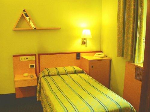 Hotel atlantic arona novara prenota subito for Subito it novara arredamento