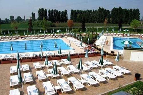 Green garden resort mestre venezia prenota subito - Green garden piscina ...