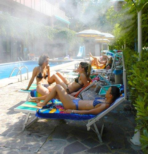 Hotel alexander gabicce mare pesaro e urbino prenota for Piscina urbino