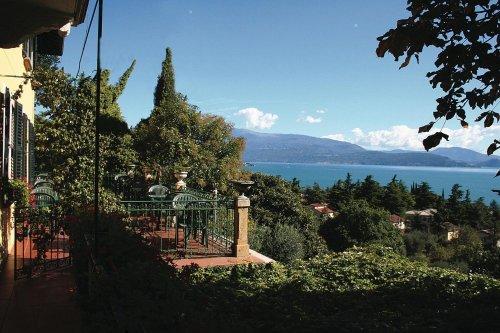 Villa schindler manerba del garda brescia prenota subito - Hotel manerba del garda con piscina ...