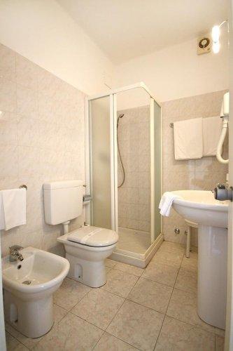 baignoire volta latest baignoire volta with baignoire. Black Bedroom Furniture Sets. Home Design Ideas