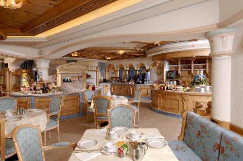 Alpin wellness hotel kristiania pejo trento prenota for Subito it trento arredamento