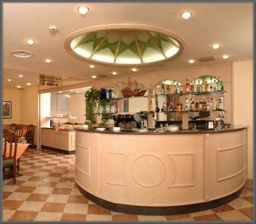 Hotel floris mogliano veneto treviso prenota subito for Piccolino hotel decor