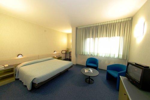 Best western hotel italia quartu sant 39 elena cagliari for Un poco chambre separee