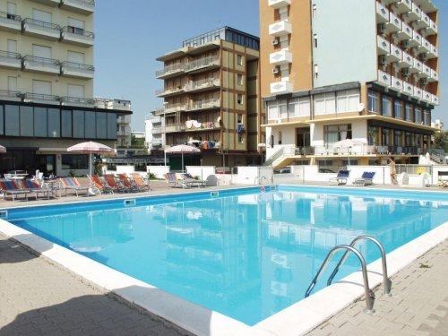 Hotel classic lido di savio ravenna prenota subito - Piscina comunale ravenna prezzi ...