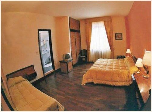 New dino 39 s hotel san giovanni in fiore cosenza for La chambre de giovanni