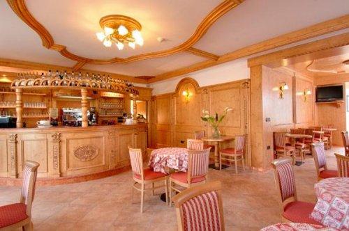 Hotel mezzolago mezzolago di ledro trento prenota for Subito it trento arredamento